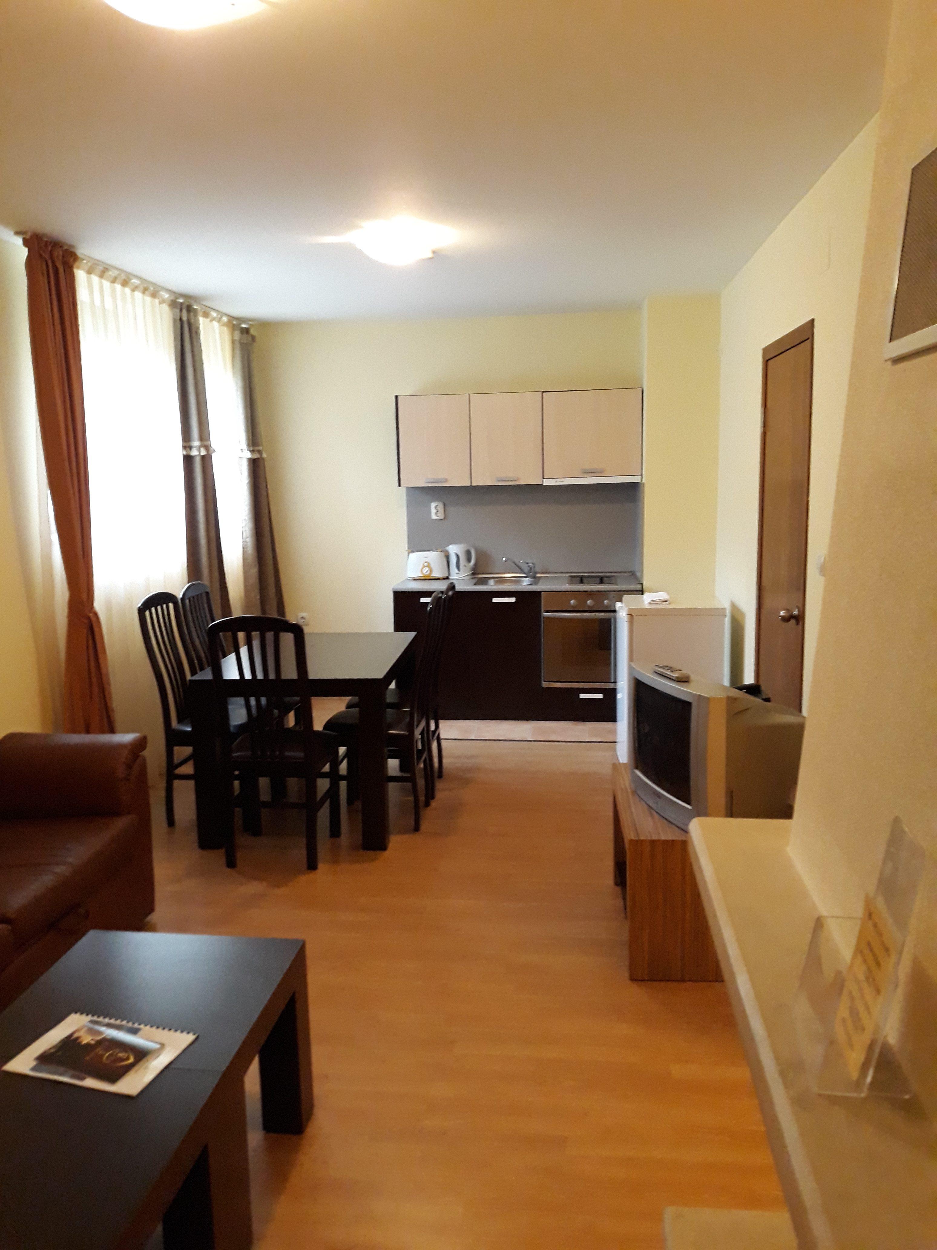 Наем на апартамент с две спални в комплекс Замъка